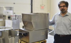 Fry Factory Inc adjusts automatic restaurant french fry cutter to North American potatoes